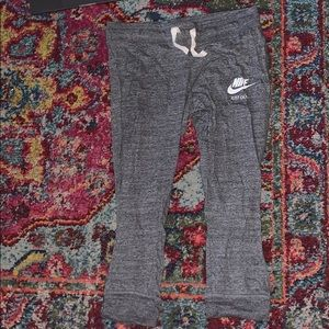 Nike cropper joggers size M (NEVER WORN)